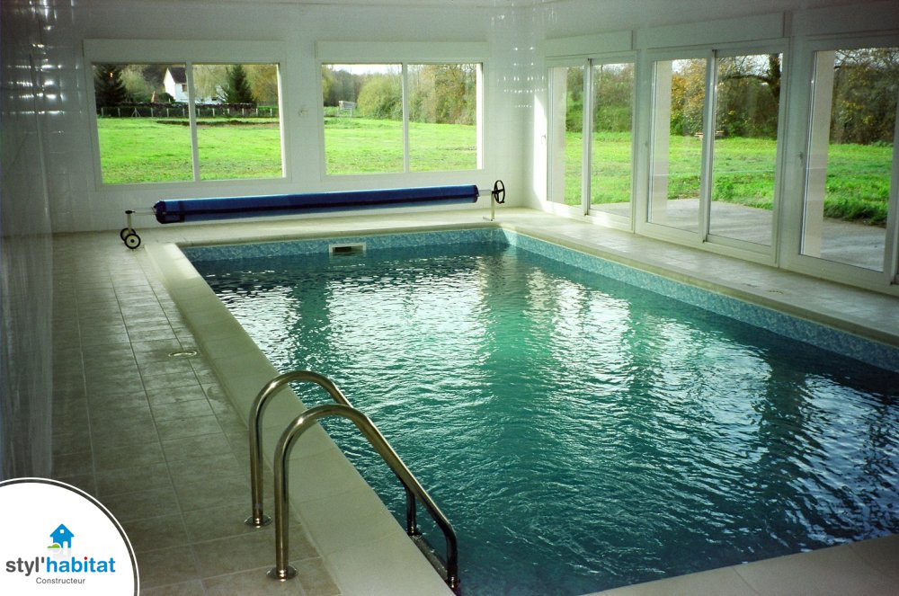 Photo r alisation styl habitat maison avec piscine int rieure for Interieure maison